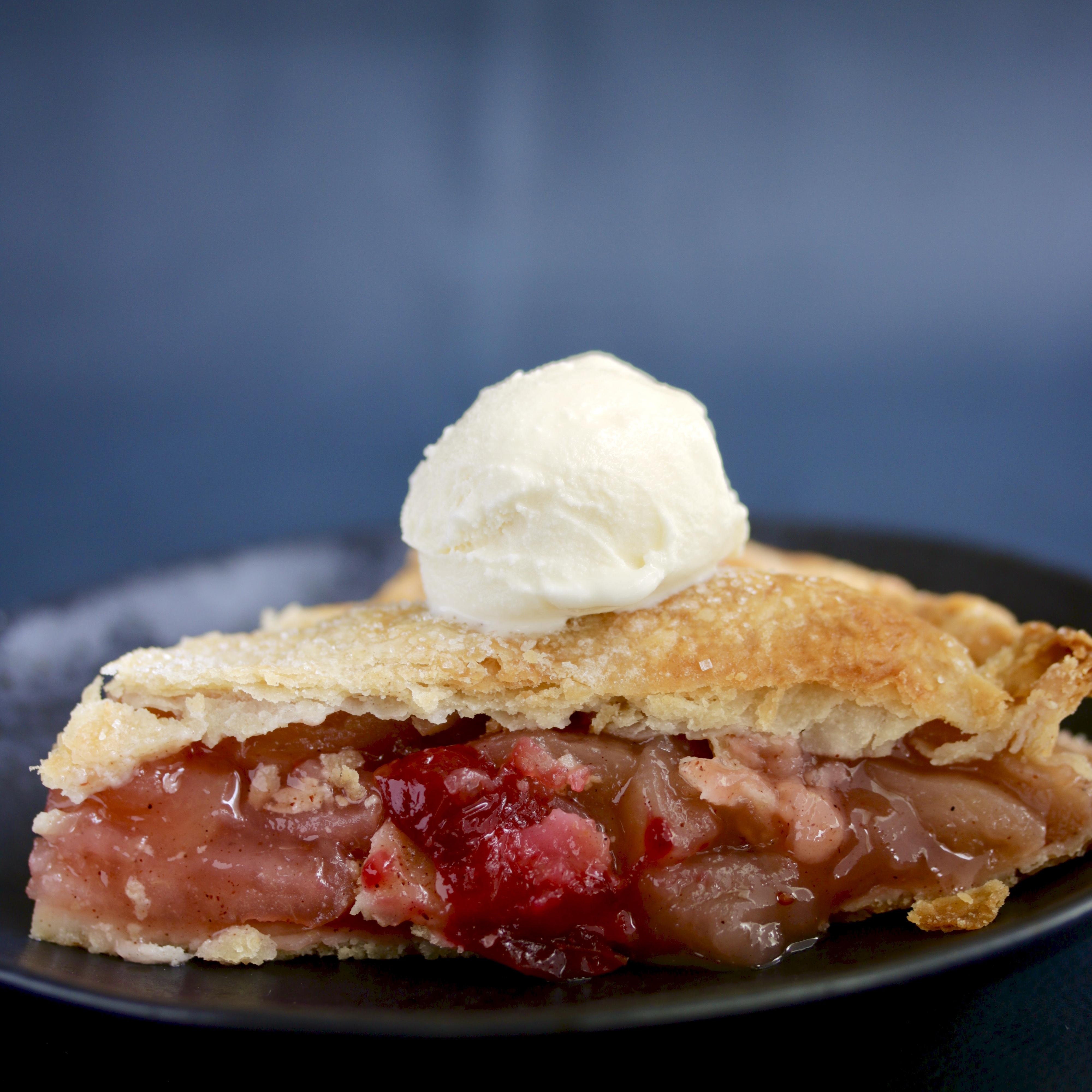 sous vide cranberry apple pie slice a la mode