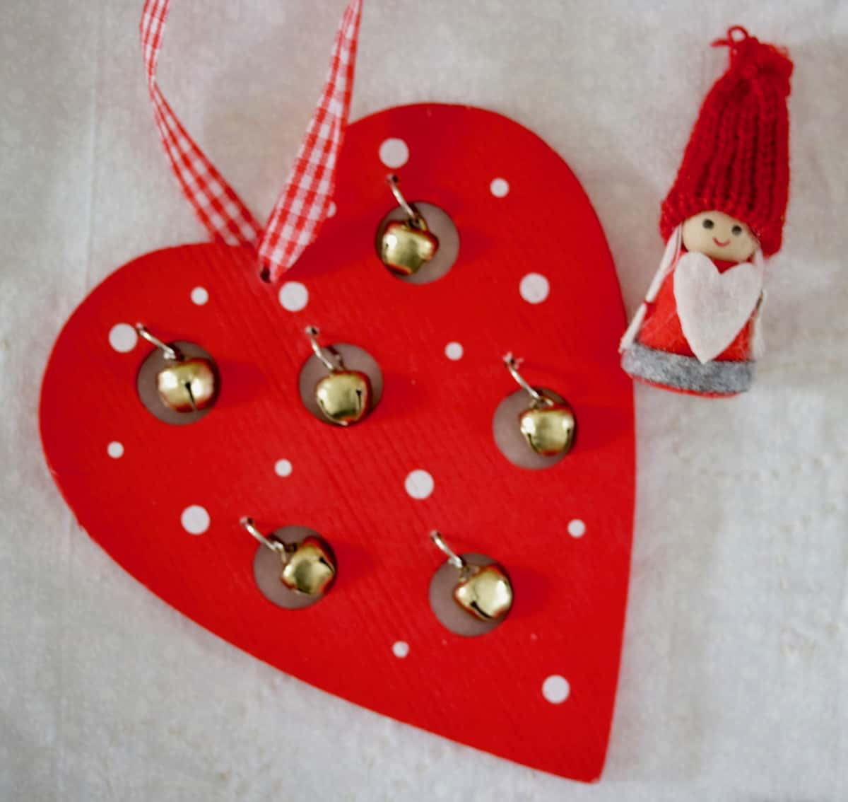 the heart knows goodness with these Finnish heart shaped xmas ornaments