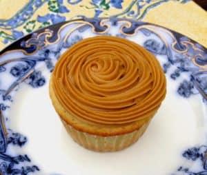 caramel corn cupcake