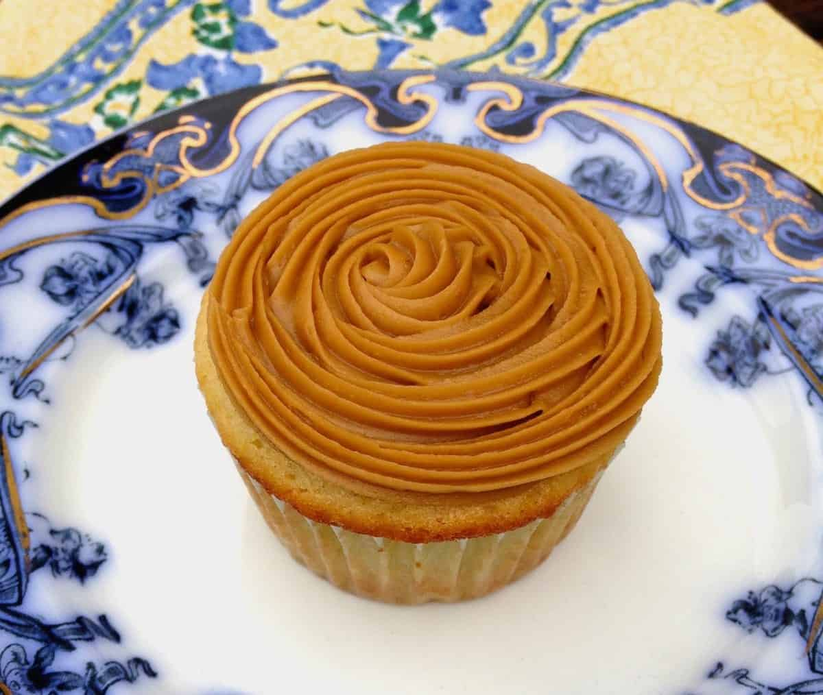 plated caramel corn cupcake