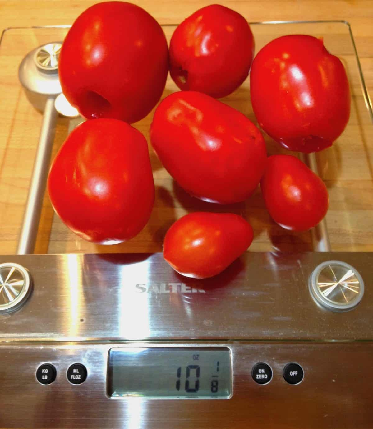 what 10 ounces of tomatoes look like on scale